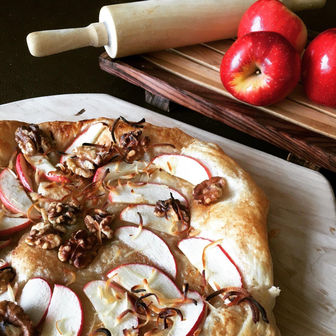 Apple-Walnut-Dessert-Pizza-1280x1280.jpg